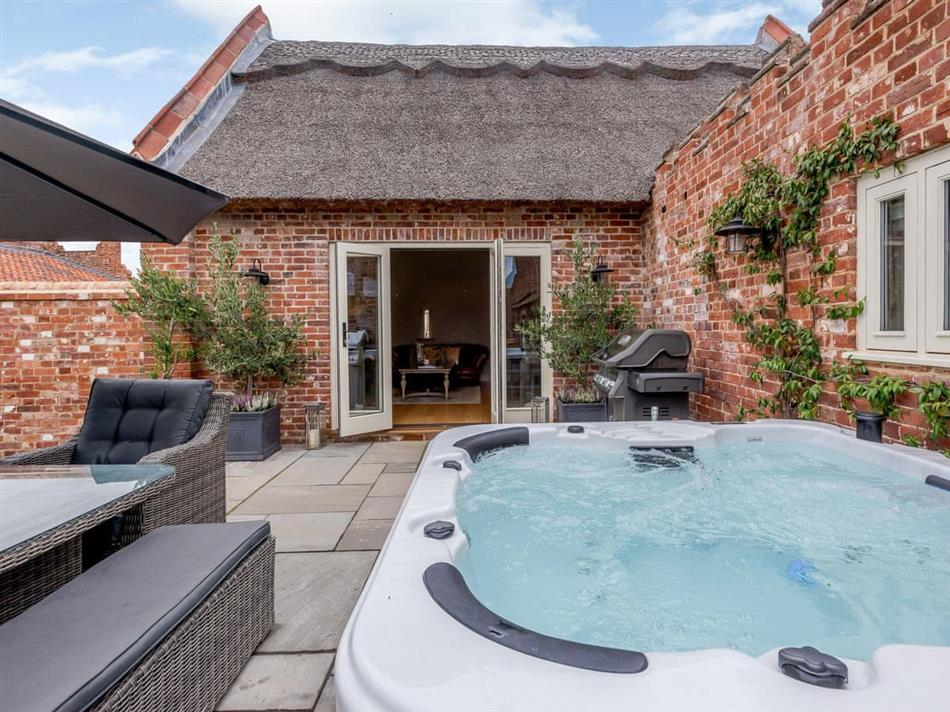 Hot tub at Deer View Cottage,