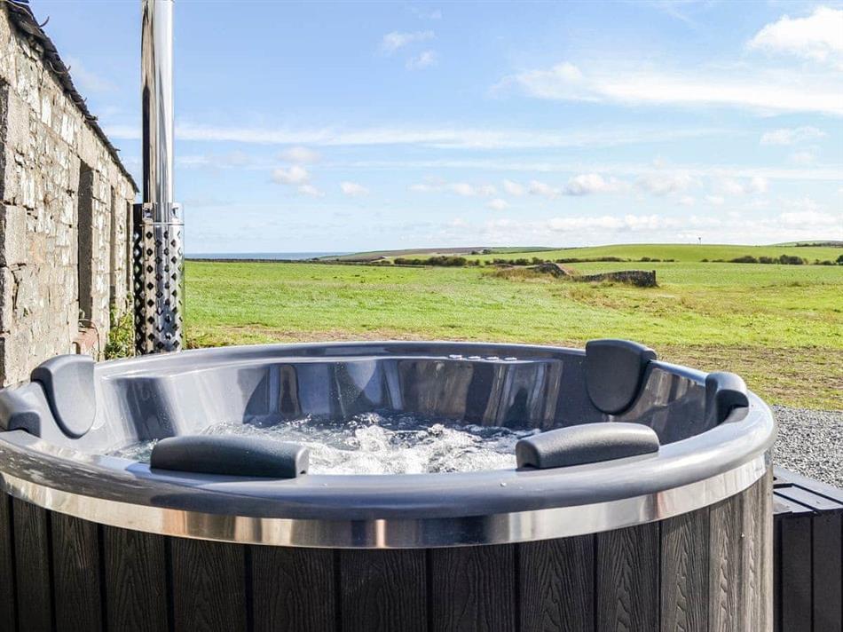 Hot tub at The Seaview Retreat,