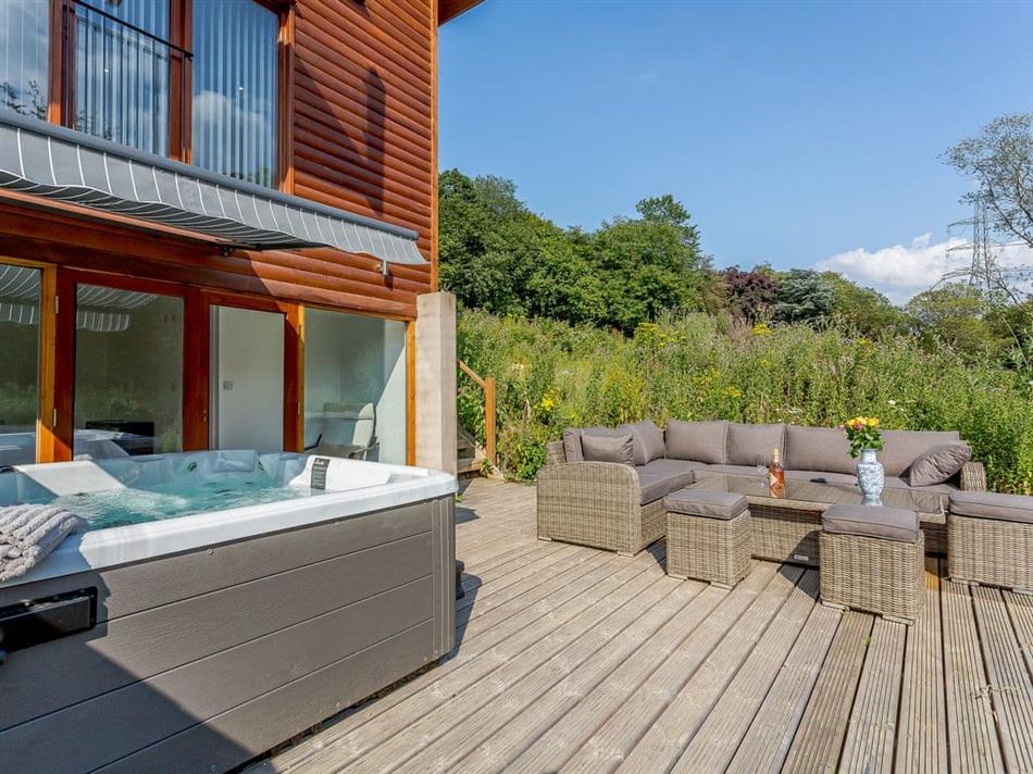 Hot tub at Waterside Lodge One,