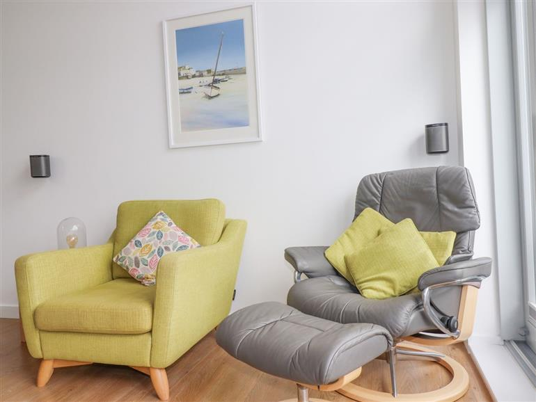 The living room at 7 Park Jowan in Newquay