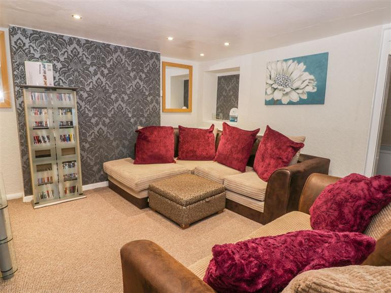 This is the living room at Sail Lodge in Scarborough